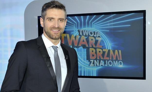 """Maciej Dowbor na planie programu """"Twoja Twarz Brzmi Znajomo"""" /AKPA"""