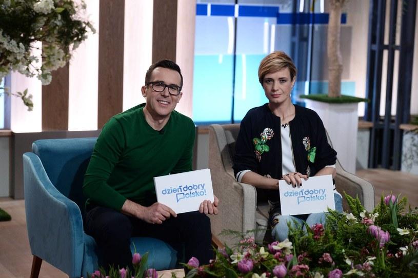 """Maciej Kurzajewski i Paulina Chylewska na planie programu """"Dzień dobry Polsko!"""", fot. z oficjalnego profilu TVP1 /Facebook"""