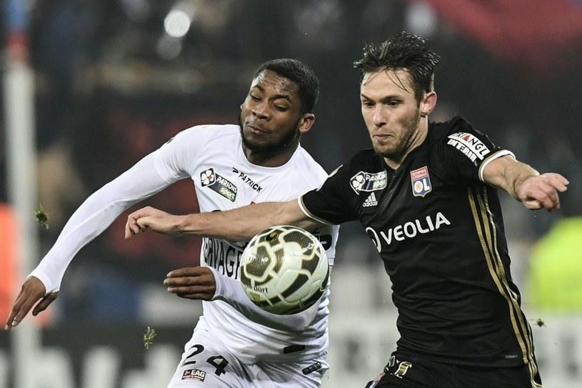 Maciej Rybus (P) gra w Lidze Europejskiej w Olympique Lyon /AFP