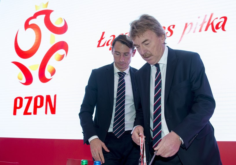 Maciej Sawicki (z lewej), w towarzystwie Zbigniewa Bońka, prezesa PZPN-u /Andrzej Iwańczuk /East News