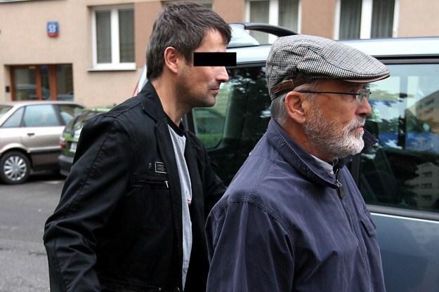 Maciej Z. wraz z ojcem po wyjściu z sądu /PAP