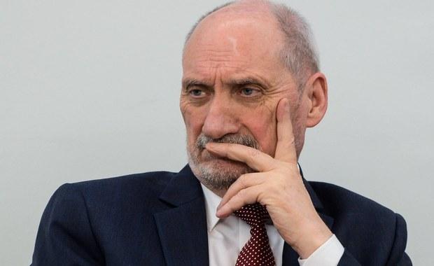 Macierewicz: Decyzję o rozdzieleniu wizyt podjął Tusk wspólnie z Putinem