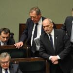 """""""Macierewicz musi odejść"""". Wniosek o wotum nieufności złożony"""