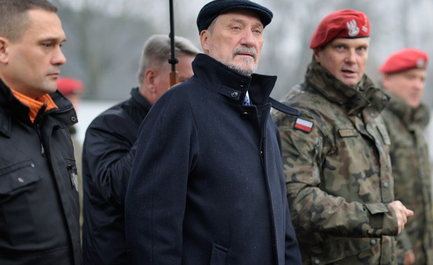 """Macierewicz odpowie ministrom obrony Francji i Niemiec. Pisali o """"dużym kroku w tył we współpracy"""""""