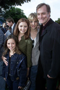 Mackenzie Rosman z serialową rodziną, 2001 rok