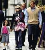 Madonna z Lourdes i mężem na spacerze w Londynie /INTERIA.PL