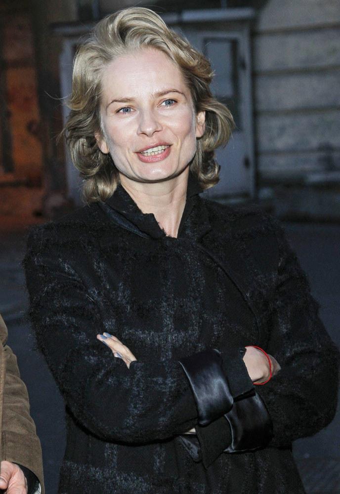 Magdalena Cielecka ak zwykle  postawiła na naturalność. Fale zaczesane do góry dodały jej delikatnym  włosom objętości. /Krzemiński Jordan /AKPA