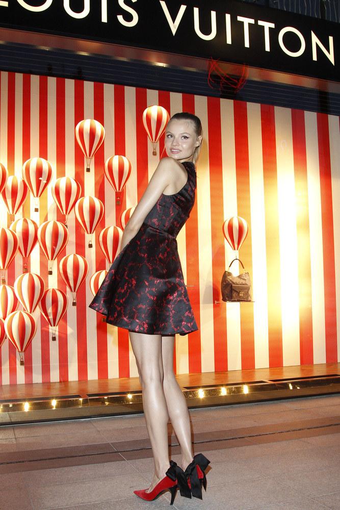 Magdalena Frąckowiak przed butikiem Louis Vuitton /Engelbrecht /AKPA