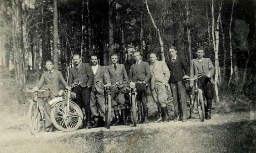 """Maj 1946. Żołnierze AK-WiN z Placówki """"02"""" """"Las"""" Rudzica-Mikułowa. /Odkrywca"""