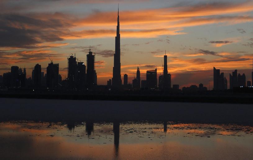 Majestatyczny wieżowiec Burdż Chalifa (wysokość - 829 metrów) i panorama Dubaju /AFP