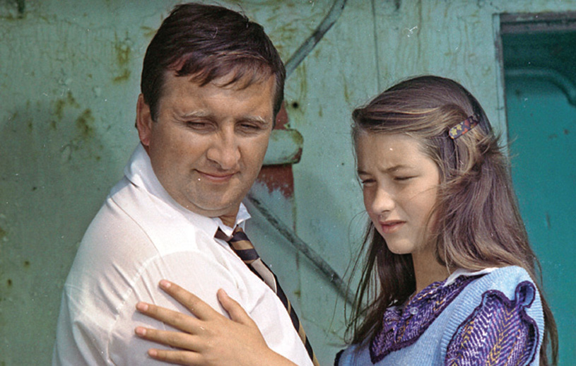 Majka ucieka z domu, bo jej zdaniem ukochany ojciec (Krzysztof Kowalewski) okazał się konformistą /Świat Seriali