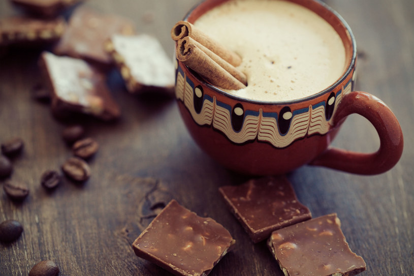 Majowie i Aztekowie uznawali ją za potężny afrodyzjak. Nic dziwnego, że gorącą czekoladę kobiety przygotowywały dla swoich kochanków /©123RF/PICSEL