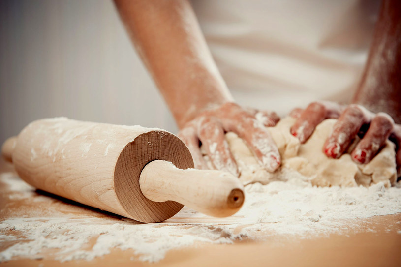 Mąka gryczana, kukurydziana czy z gryki nie zawiera glutenu; warto ją stosować w wypiekach dla alergików /©123RF/PICSEL