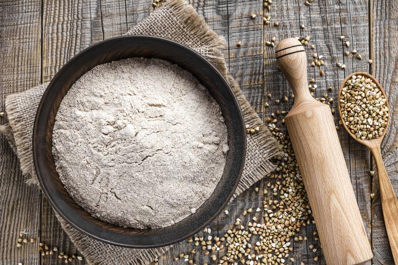 Mąka z kaszy gryczanej nie zawiera glutenu /123RF/PICSEL