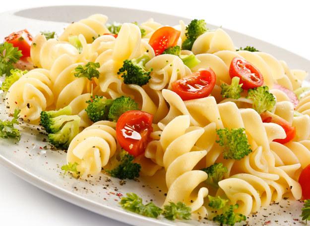 Makaron Międzybrodzki z brokułami i pomidorem /©123RF/PICSEL