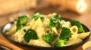 Makaron z brokułami i orzechami