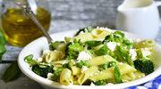 Makaron z fetą i brokułami