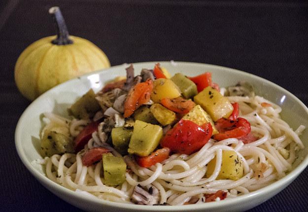 Makaron z pieczonymi warzywami, fot. Malwina Zaborowska /RMF24