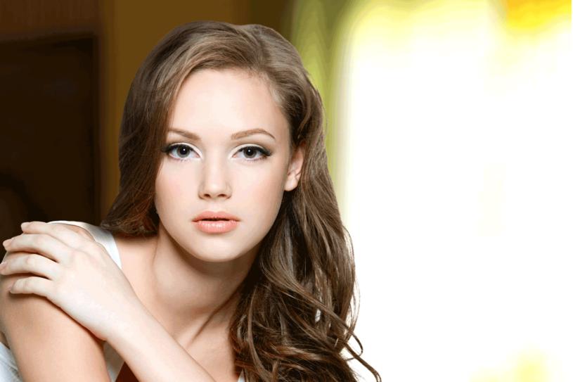 Makijaż może sporo zmienić /©123RF/PICSEL