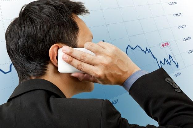 Makler giełdowy i doradca inwestycyjny zawód badziej dostępny /123RF/PICSEL