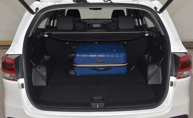 Maksymalnie bagażnik pomieści 1662 l, natomiast przy 7 pasażerach – jedynie 142 l. Po złożeniu oparć dwóch rzędów powstaje całkowicie płaska podłoga. /Motor