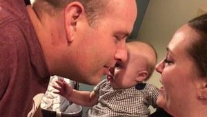 Mała Ella nie lubi gdy rodzice się całują