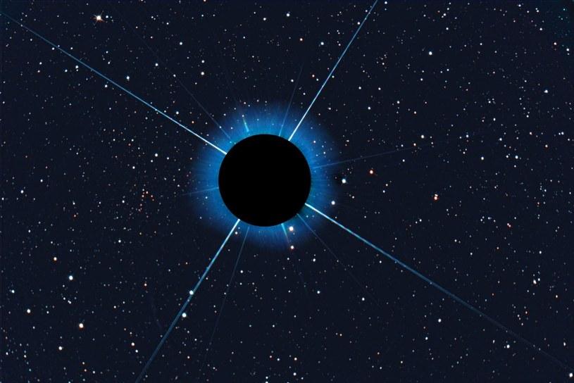 Mała gromada Gaia 1 - na lewo od przesłoniętego Syriusza /materiały prasowe