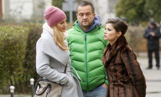 """Małgorzata Socha, Grzegorz Kuczeriszka i Agnieszka Sienkiewicz na planie serialu """"Przyjaciółki"""" /AKPA"""