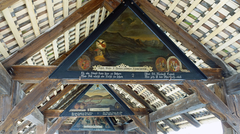 Malowidła pod dachem Mostu Kaplicznego w Lucernie /Agnieszka Łopatowska /Styl.pl
