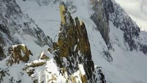 Mały dom w sercu szczytu góry Mont Blanc