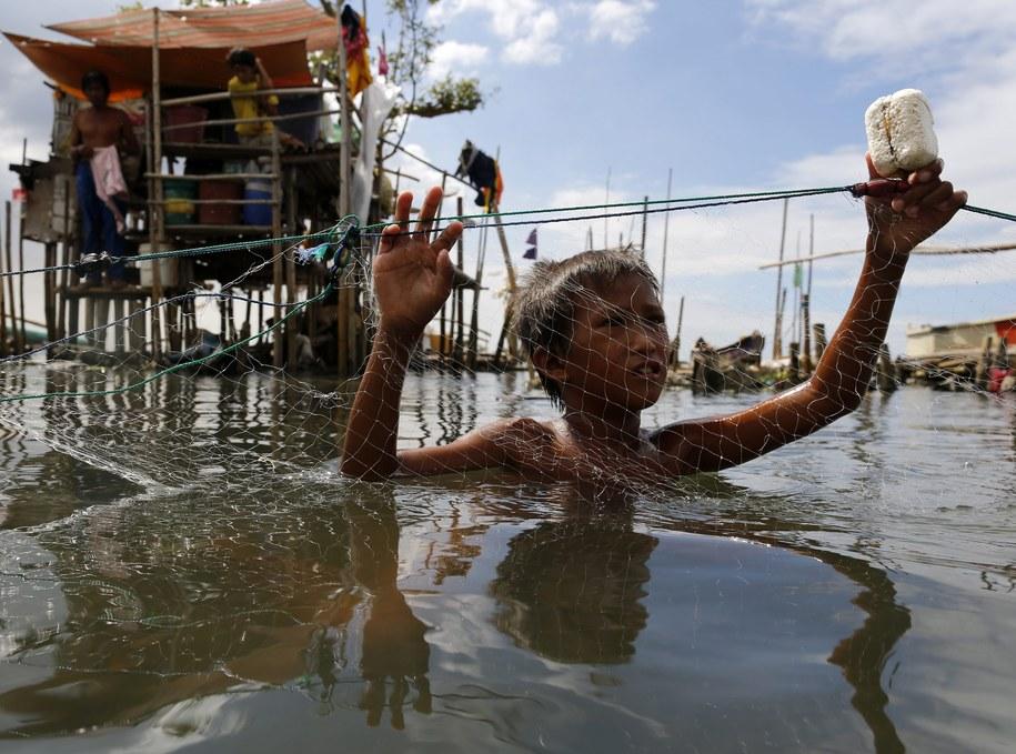 Mały Filipińczyk w mieście Malabon na wschód od stolicy Filipin, Manili /FRANCIS R. MALASIG /PAP/EPA