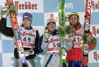 Małysz ze swoim pierwszym złotym medalem MŚ z Lahti. Jak będzie w Oberstdorfie? /AFP
