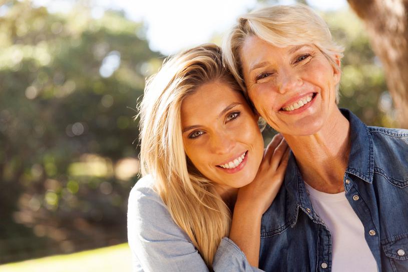 Mama z córką stworzyły idealny duet do prowadzenia wspólnego biznesu /123RF/PICSEL