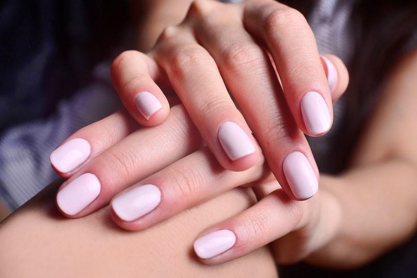 Manekin manicure to bardzo stylowy pomysł na paznokcie bez względu na okazję /123RF/PICSEL