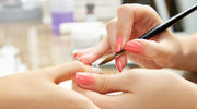 Manicure na jesień: złoto, czerwień lub cielisty beż