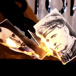 Manifestacja przed ambasadą Ukrainy. Spalono wizerunki Bandery i Szuchewycza
