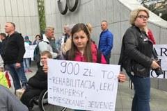 Manifestacja wspierająca opiekunów niepełnosprawnych