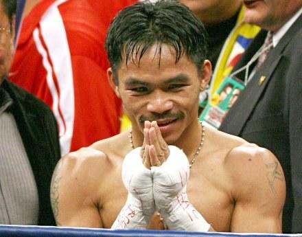 Manny Pacquiao dziękuje kibicom po walce /AFP
