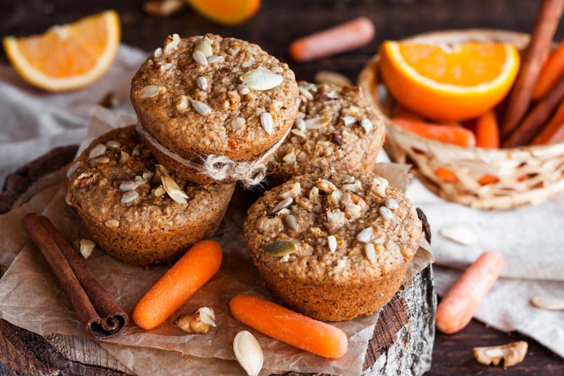 Marchewkowe muffiny to zdrowy sposób na przekąskę /©123RF/PICSEL