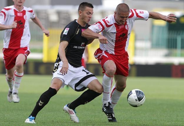 Marcin Adamski (z prawej) w meczu z Polonią. Fot. Bartłomiej Zborowski /PAP