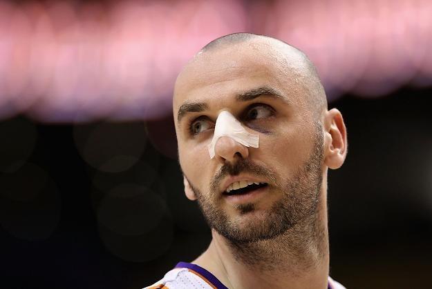 Marcin Gortat dobrze spisał się w meczu Phoenix Suns z Chicago Bulls /AFP