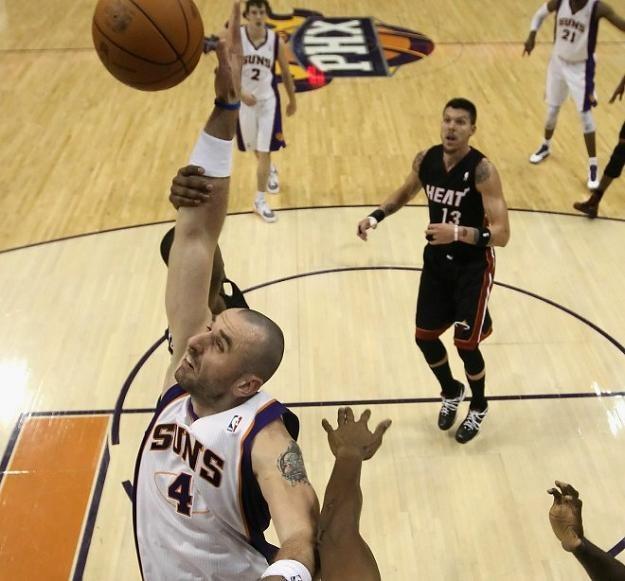 Marcin Gortat w barwach Phoenix Suns /AFP