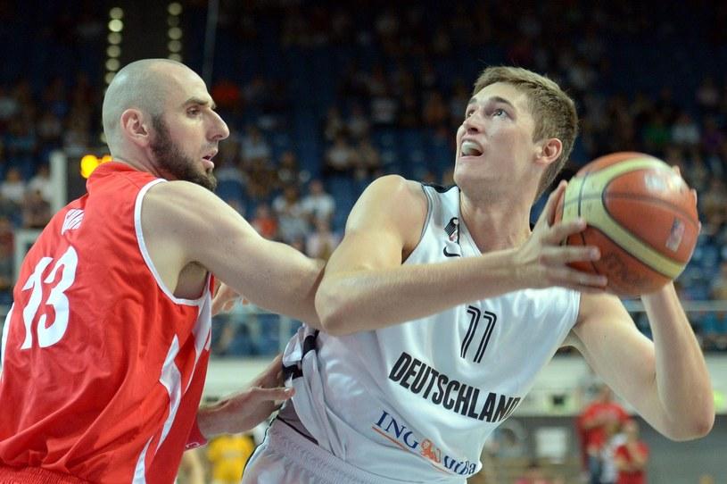 Marcin Gortat (z lewej) w towarzyskim meczu z Niemcami /PAP/EPA