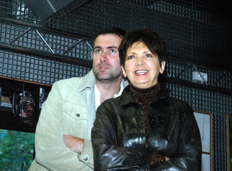 Marcin Kydryński z mamą Haliną Kunicką (2005) /Tricolors /East News