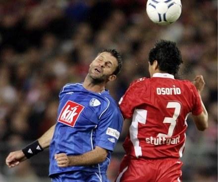 Marcin Mięciel w ogniu walki. Czy niebieską koszulkę VfL Bochum zamieni na niebieski trykot Lecha? /AFP