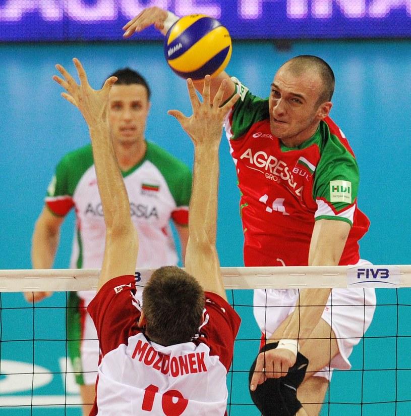 Marcin Możdżonek blokuje Teodora Todorowa. /. /AFP