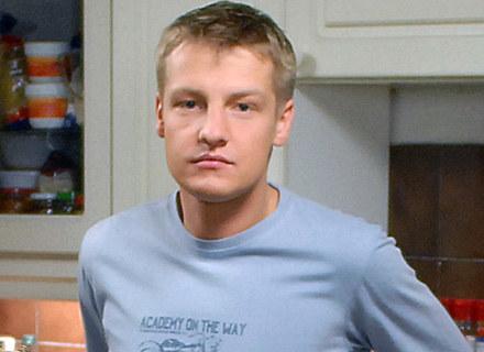 """Marcin Mroczek na planie serialu """"M jak miłość"""", fot. Andrzej Szilagyi /MWMedia"""