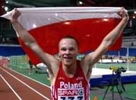 Marcin Urbaś świetuje z naszą flagą tytuł mistrzowski