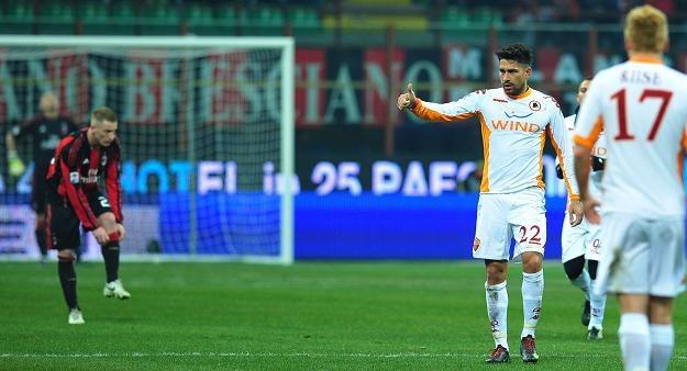 Marco Boriello (drugi od prawej) strzelił dla Romy jedynego gola w starciu z AC Milanem /AFP