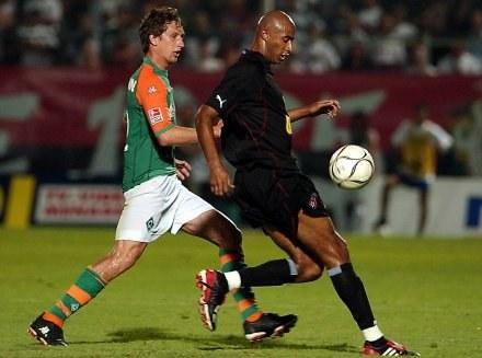 Marco Reich (z prawej) gdy grał w barwach Werderu Brema. /AFP